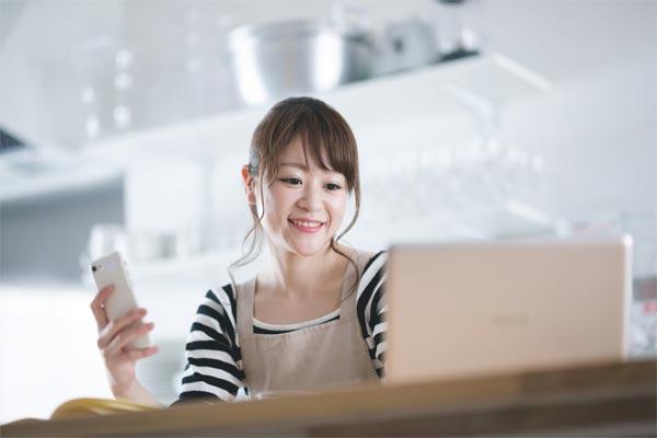 LINEモバイルに新規加入する女性